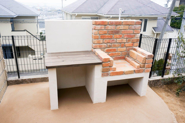 新築の庭の一角にレンガのbbqコンロを設置 庭 バーベキュー