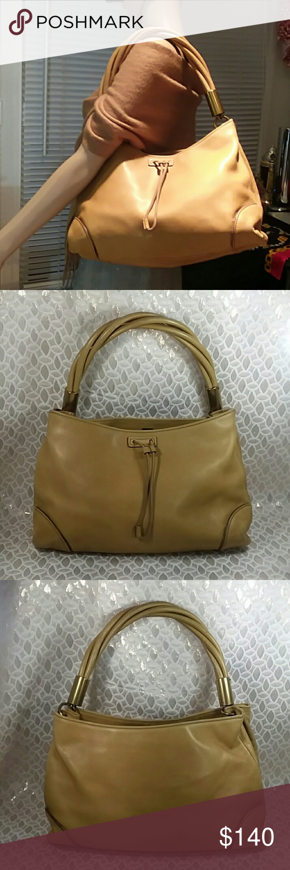 Authentic Gucci Carmel Leather Shoulder Hobo Bag. Leather showed wearing on the bottom corners. The bag was made in Italy with a serial number 109247 001013.The dimension is 8, 13 and 4. Gucci Bags Hobos