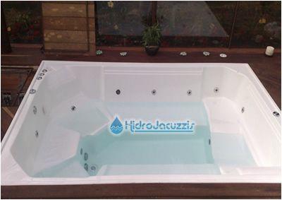 Jacuzzis hidrojacuzzis saunas y jacuzzis fabrica de for Fabrica de piscinas de fibra de vidrio