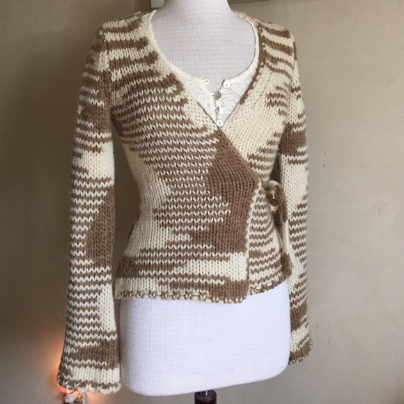Summer Clearance  Chunky Yarn Sweater Old Navy overlap sweater. Warm and sexy. 50% wool, 50% acrylic. Very good condition. Size XS Old Navy Sweaters Cardigans