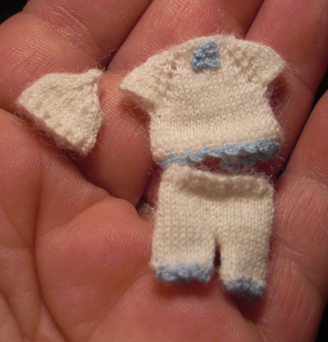 how to: knitted baby outfit