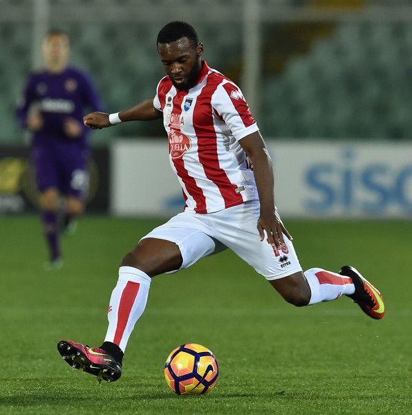 Jean-Christophe Bahebeck of Pescara Calcio in action during the Serie A match between Pescara Calcio and ACF Fiorentina at Adriatico Stadium on February 1, 2017 in Pescara, Italy.