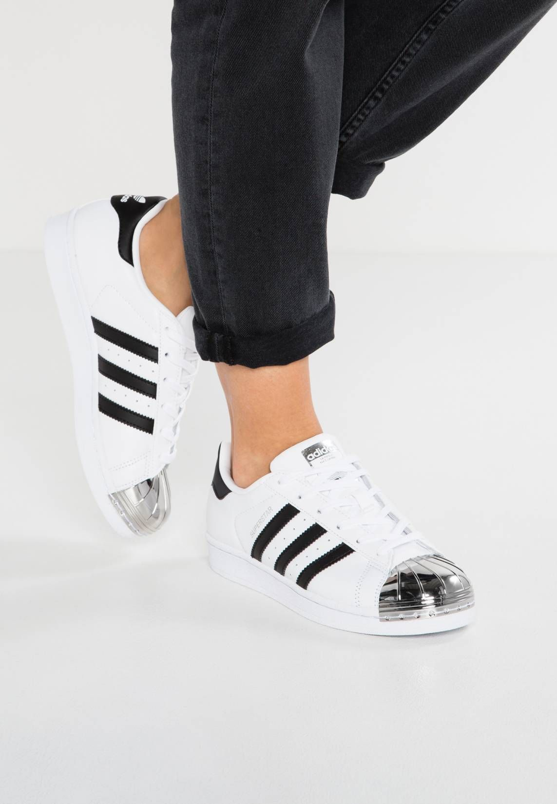 sports shoes c7e3c 75732 adidas Originals. SUPERSTAR - Baskets basses - whitecore blacksilver  metallic. Baskets Coloré zalando FR fashion Semelle de propretétextile.
