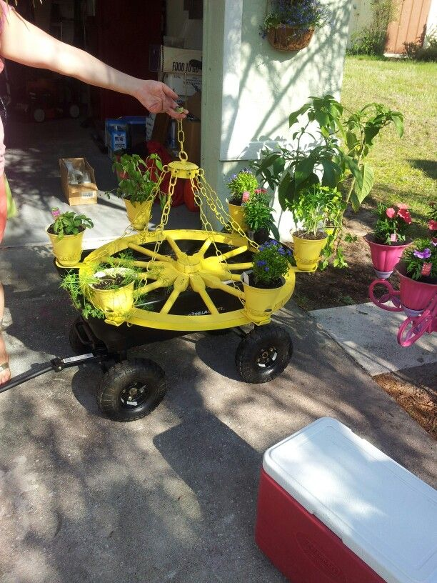 Second Wagon Wheel Planter Finished Planter Pinterest