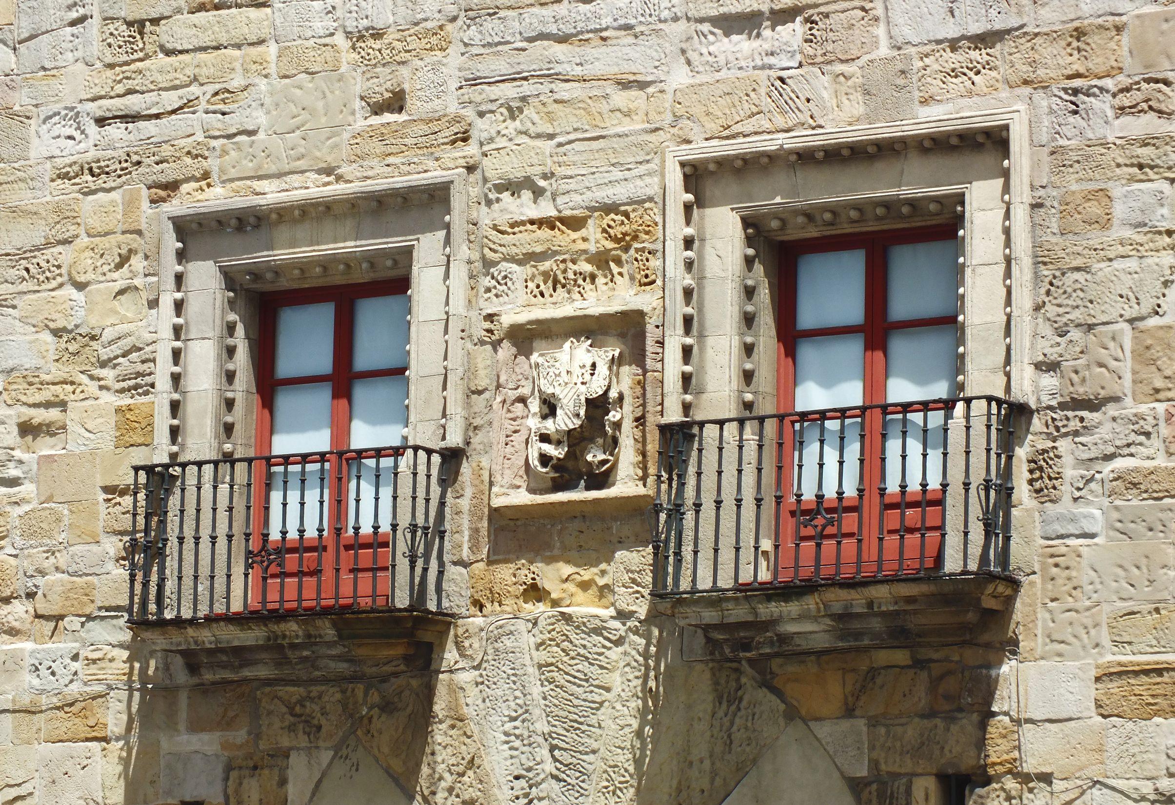 Blasón en la fachada del Palacio de Revillagigedo. Gijón. Concejo de Gijón. Principado de Asturias. Spain. [By Valentin Enrique].