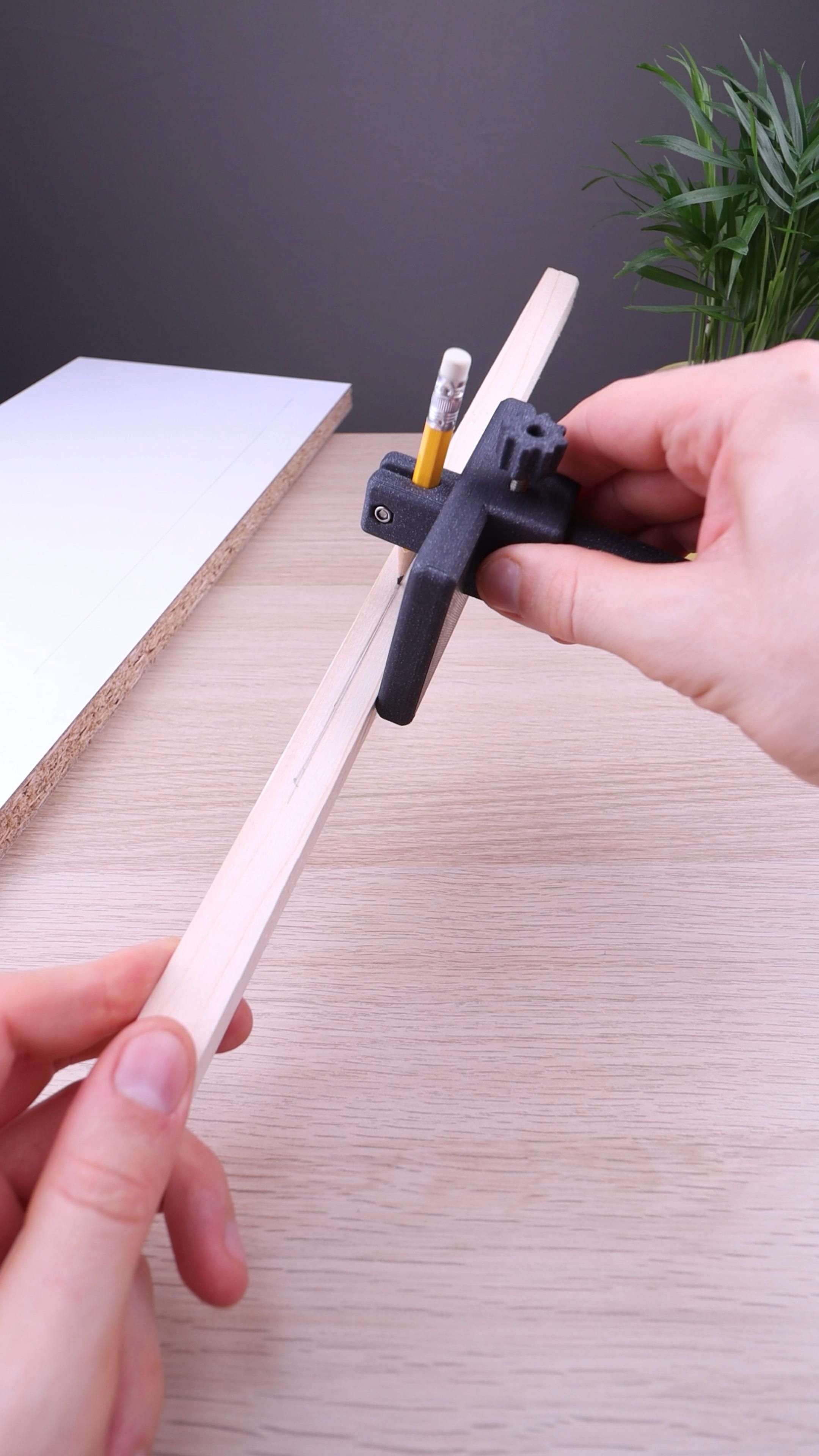 3D Printed DIY Woodworking Marking Tool