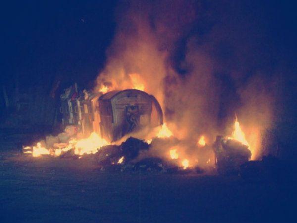 Gettato in cassonetto e dato alle fiamme a Roma  http://tuttacronaca.wordpress.com/2013/12/03/gettato-in-cassonetto-e-dato-alle-fiamme-a-roma/