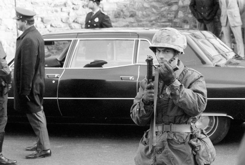 Presence De Soldats De L Armee Aux Funerailles De Pierre Laporte
