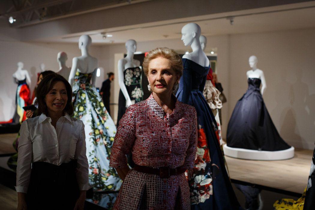 """Para celebrar los 35 años de la diseñadora venezolana en el mundo de la moda, el museo SCAD FASH of Fashion and Film, en Atlanta, presenta la retrospectiva """"Irreverencia refinada""""."""