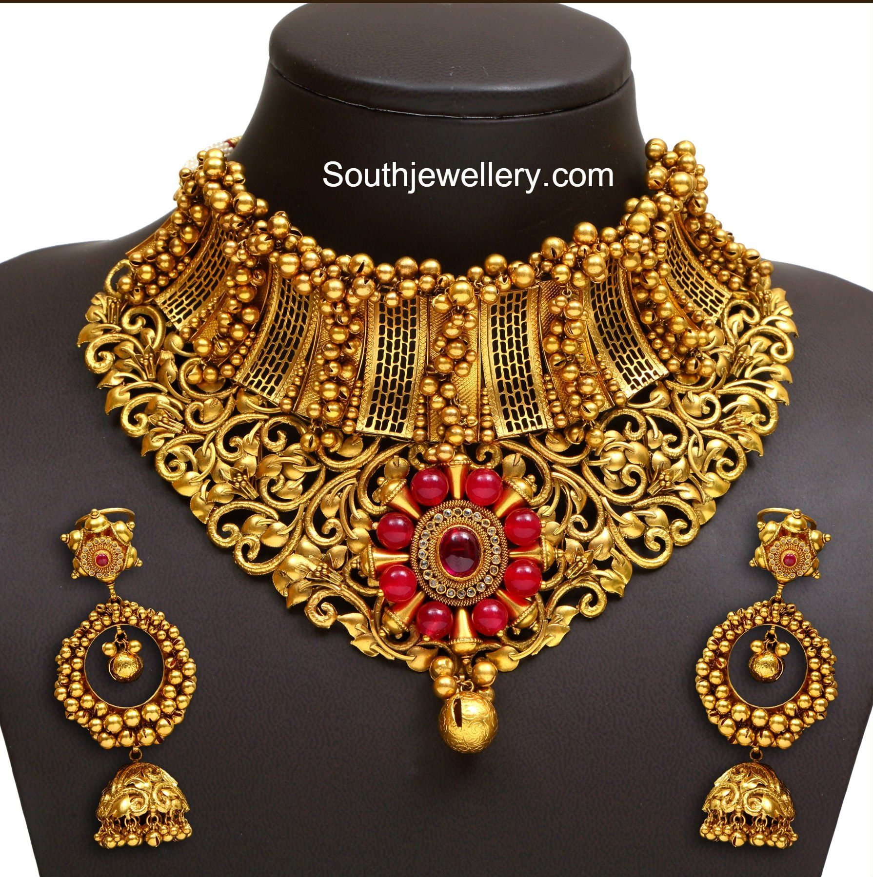 Top 25 Indian Antique Jewellery Designs For Women: Bridal Antique Gold Choker Photo