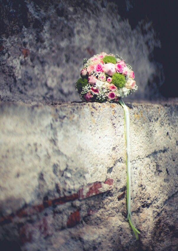 Flowerpower Hochzeit Juni rosa Nelken Vintage