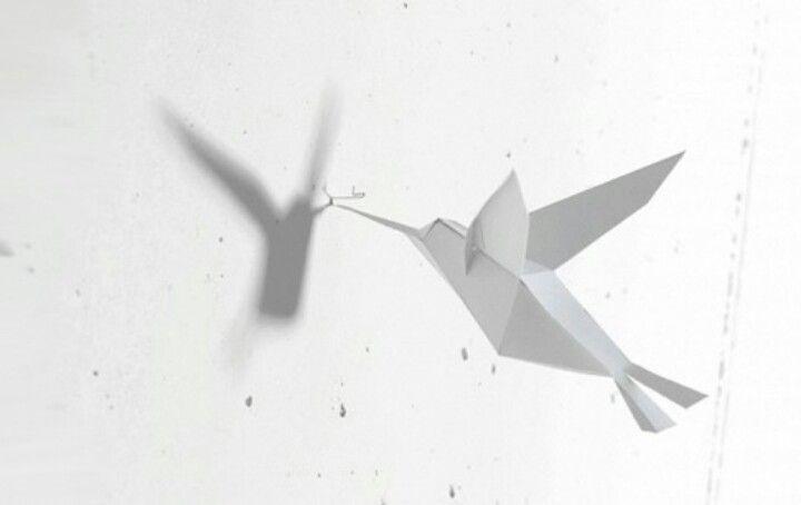 """Papiervögelchen """"Mechthild"""" verschönert löchrige Zimmerwände Sie ärgern sich über alte Bohrlöcher oder kleinen Unregelmäßigkeiten in der Wand? Machen Sie mit Papiervogel """"Mechthild"""" doch einfach Kunst daraus."""