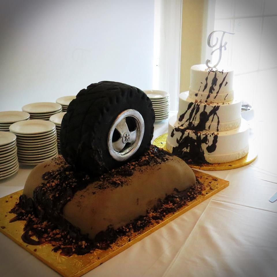country wedding cake 4x4 wedding cake mud tire cake country wedding pinterest country. Black Bedroom Furniture Sets. Home Design Ideas