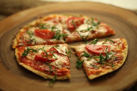 Fast and easy margarita pizza recipe with nutrition facts fast and easy margarita pizza recipe with nutrition facts margarita pizza recipeshealth food forumfinder Gallery