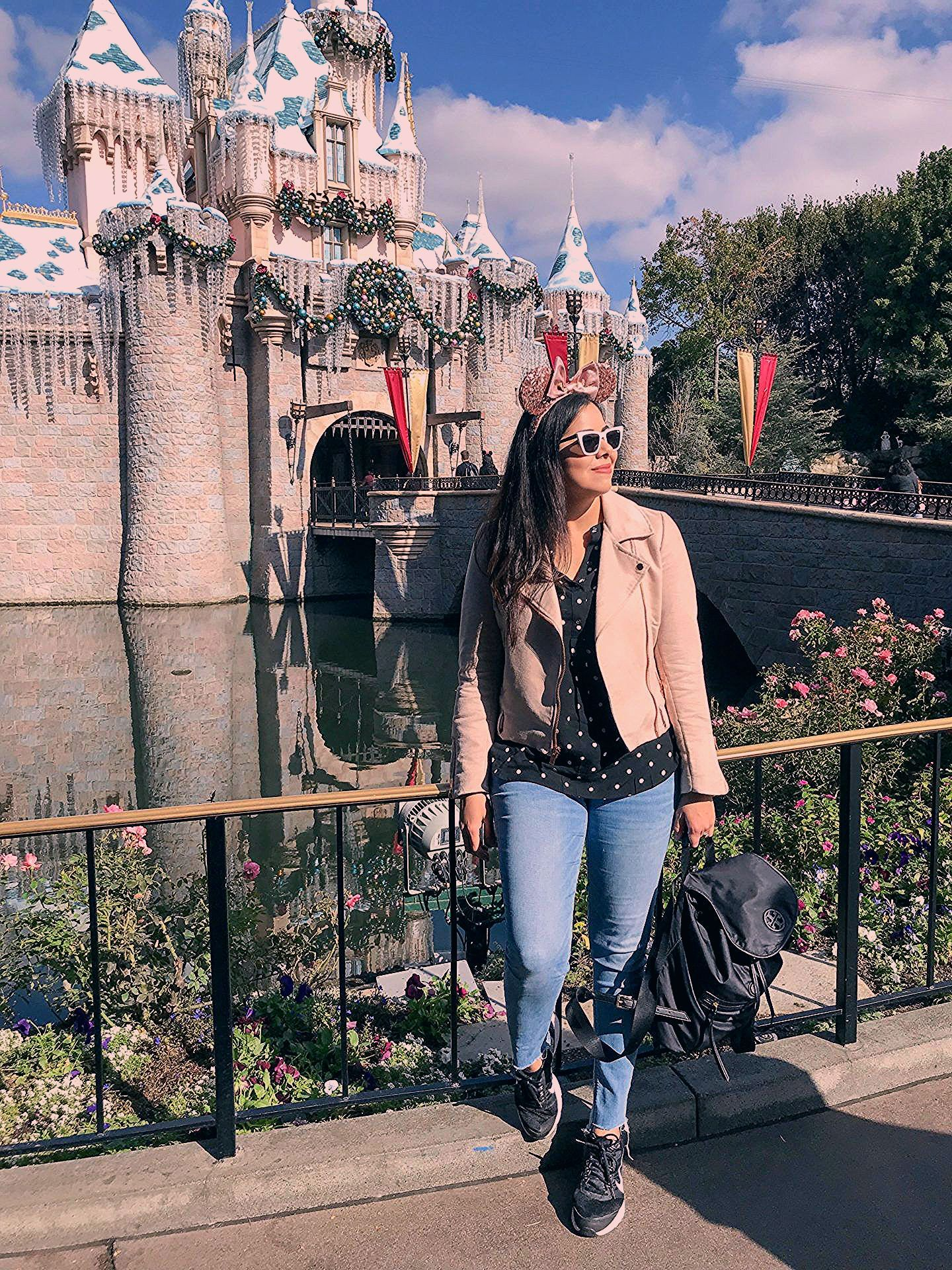 Photo of Holiday Time at Disneyland Outfit Ideas + 5 things you shouldn't miss! – Lil bits of Chic