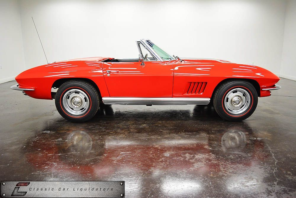 1964 Chevrolet Corvette With 8 304 Coupes Sold For 4 252 And 13 925 Convertibles Sold For 4 037 With Few Notable C Chevrolet Corvette Classic Cars Corvette