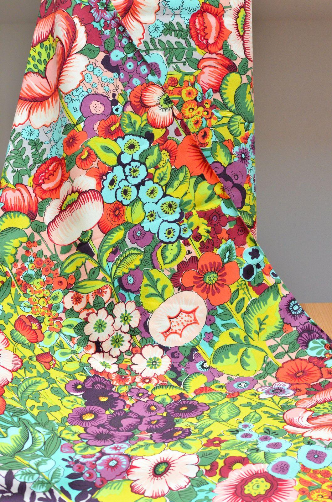 Tela de alexander henry estampada de flores puedes - Tela plastificada por metros ...