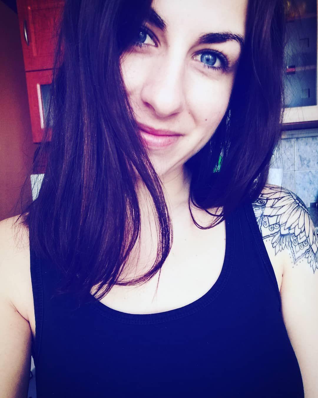 😊😇 . . . . . . . . . . . . . . #Girl#Girlwithtattoo#Smile#Blueeyesgirl#Blueeyes#Instagirl#Instaselfie#Mood#Instamood#Tattoo#Tattooedgirl#Tattooed#Ink#Inkedgirl#Inked#Lazy#Helloworld#Slovakia#Slovakiagirl#Instatattoo#Sunflower#Sunflowertattoo#Stayhome#