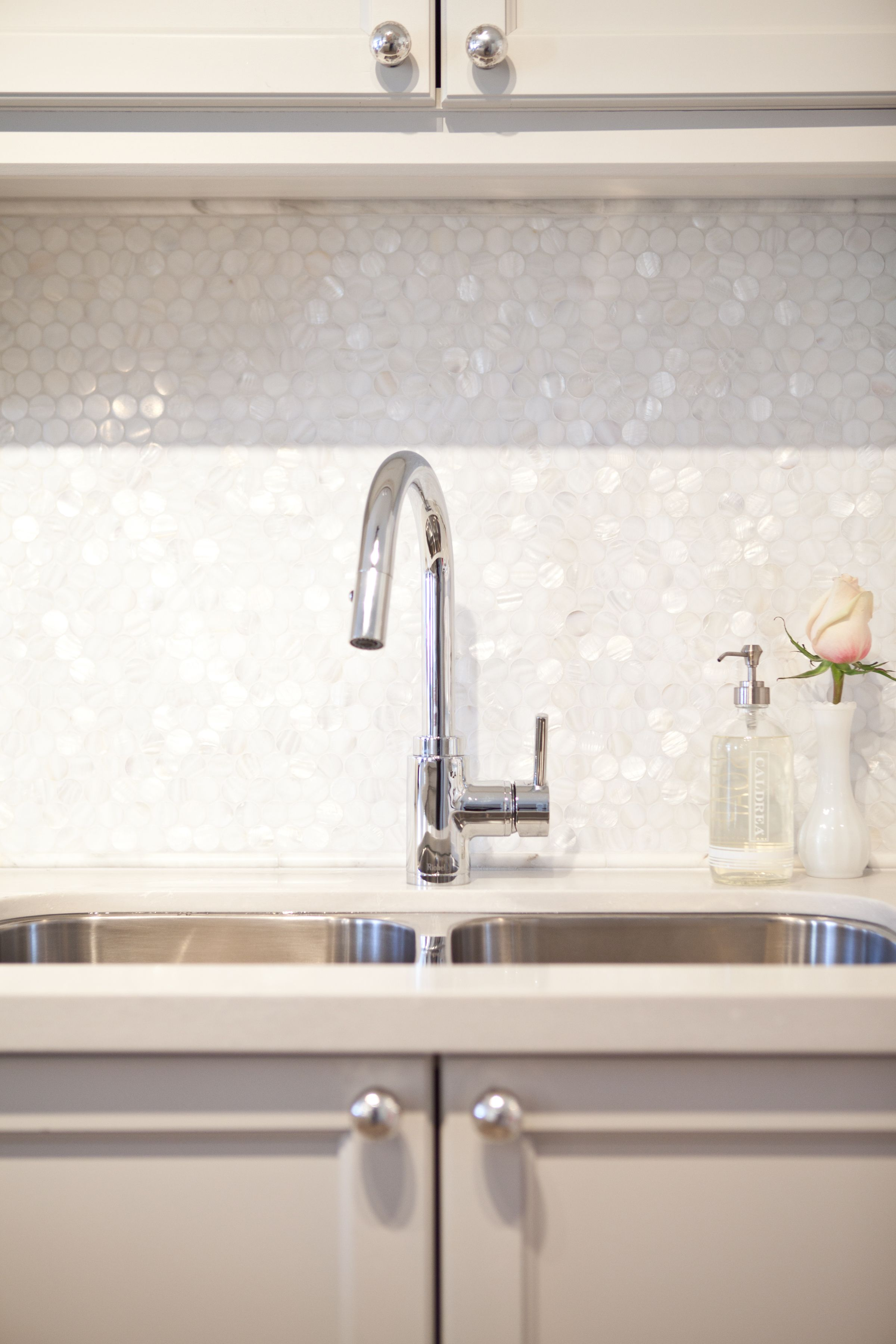While I Absolutely Love The Long Textured Subway Tile Backsplash We Used In This Kitchen Revamp I Textured Tiles Kitchen Pearl Backsplash Textured Subway Tile