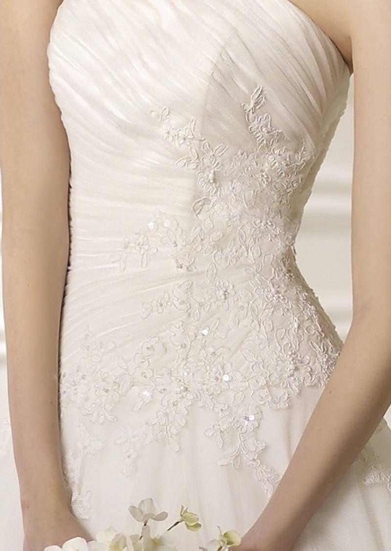 Robe de mariee en dentelle et perles modèle Nigua White One ...