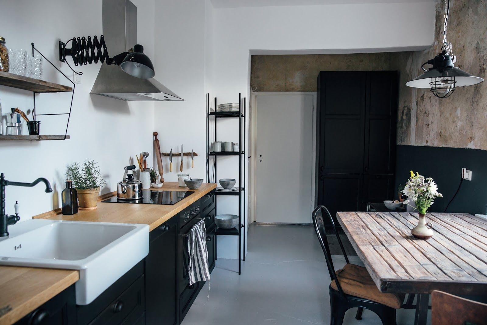 Una cocina de Ikea país compacto fuera de Berlín por la pareja ...