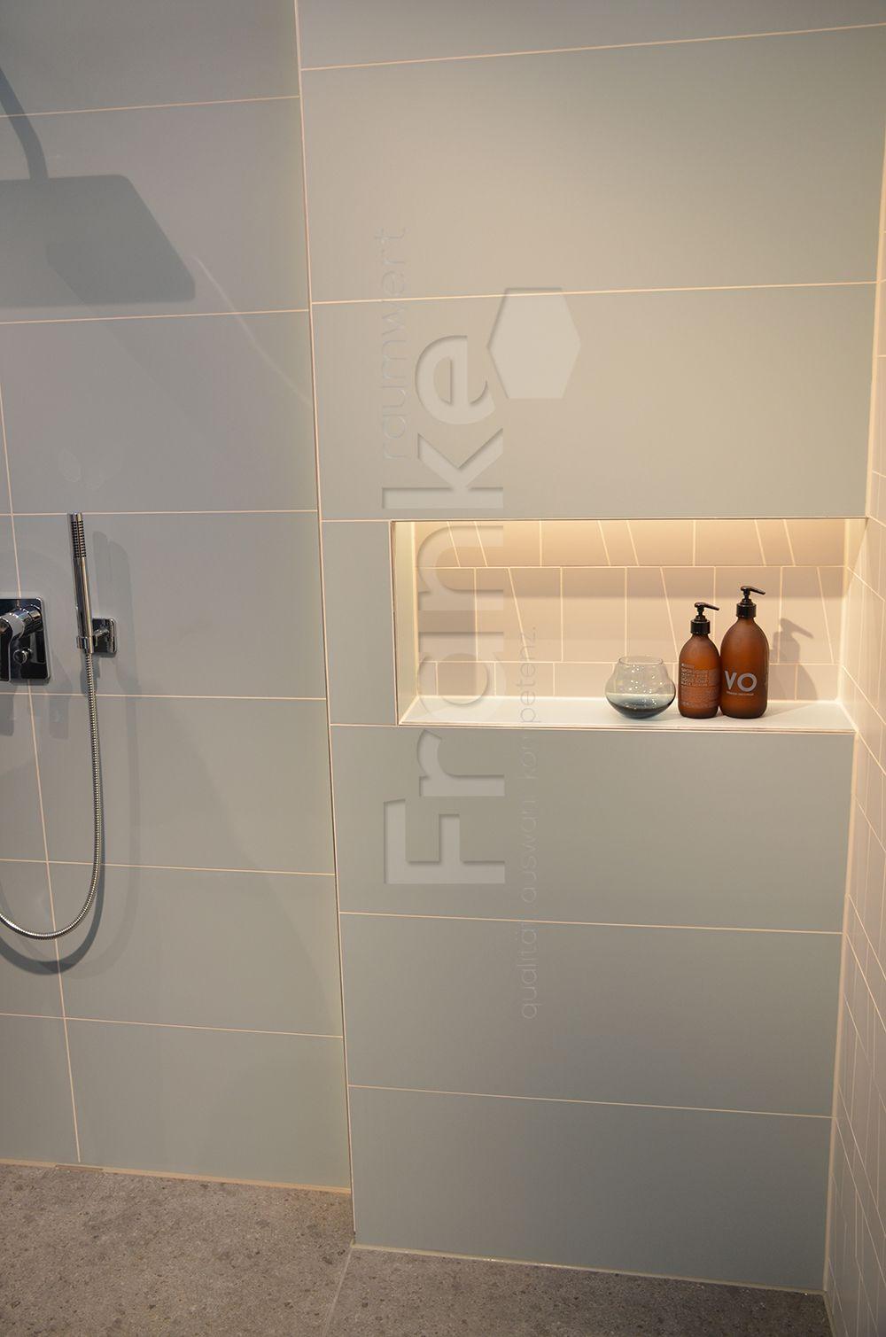 Die Serie Lightplay Mit Einem Individuellen Farbmix Bath Badezimmer Bathroom Room Showroom Badkamer Fliesen Tiles Wandnischen Badgestaltung Badezimmer