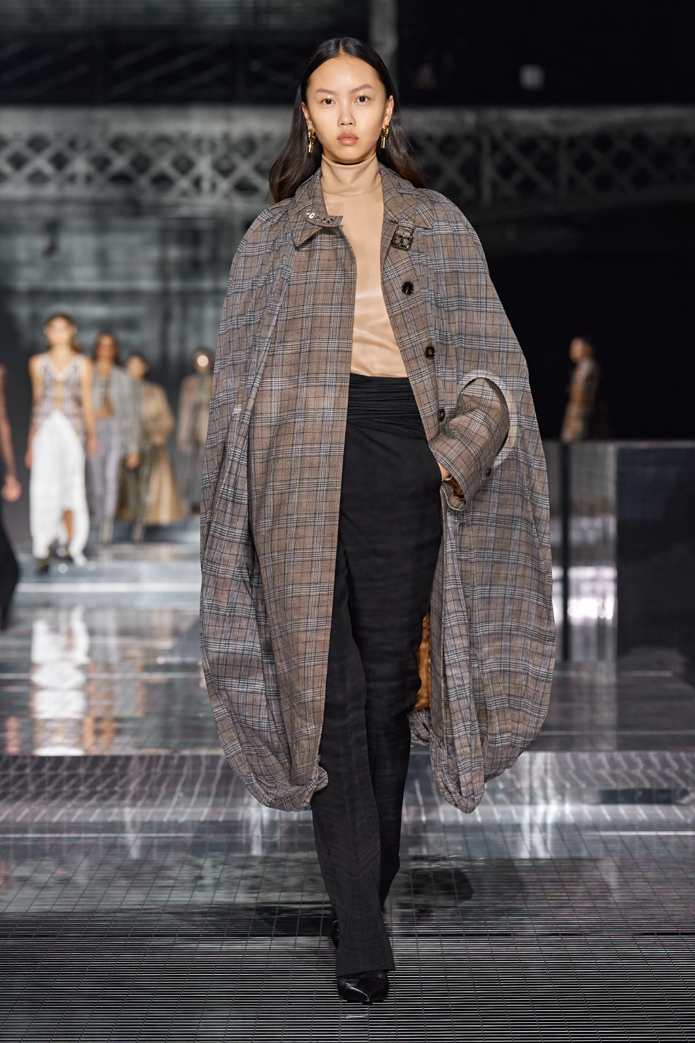 Burberry Fall 2020 Ready To Wear Collection Vogue In 2020 Fashion Ready To Wear Vogue Germany