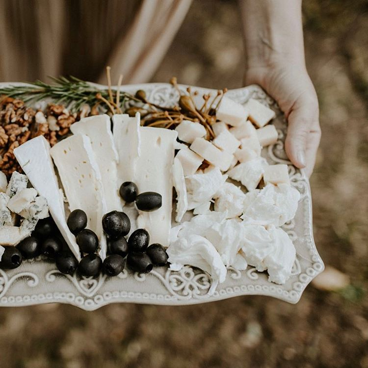 "359 mentions J'aime, 3 commentaires - LA MARIEE AUX PIEDS NUS (@lamarieeauxpiedsnus) sur Instagram : ""Les choses les plus simples... 📷 @pinewoodweddings . . . #mariage #ideesmariage #decomariage…"""