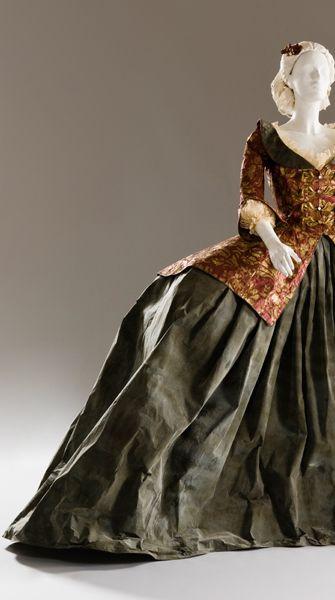 paper costume created by Isabella de Borchagrave