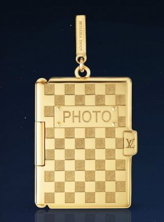 Louis Vuitton Photoframe charm in yellow gold