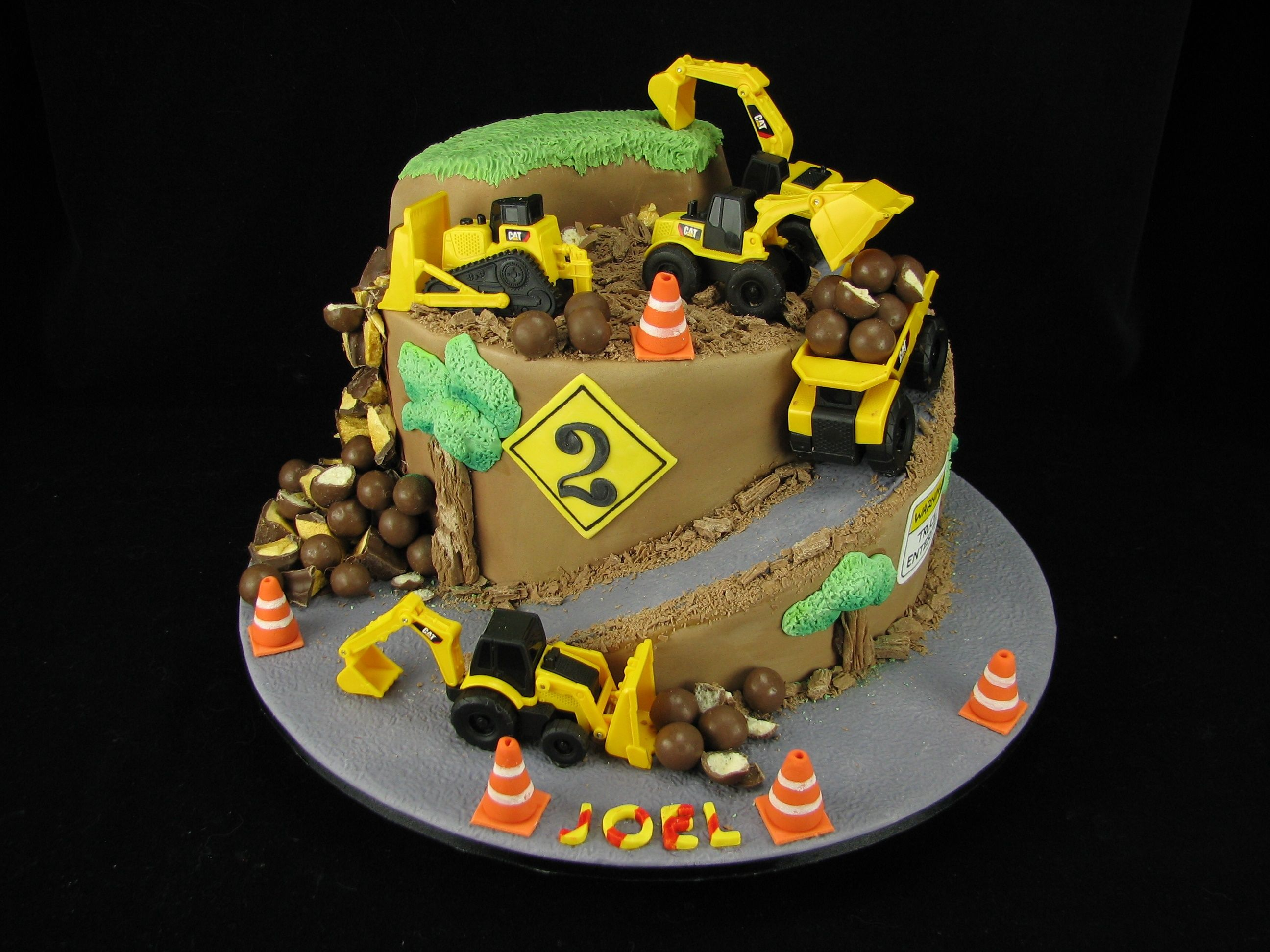 I really enjoyed playing with trucks for this cake :) This ...