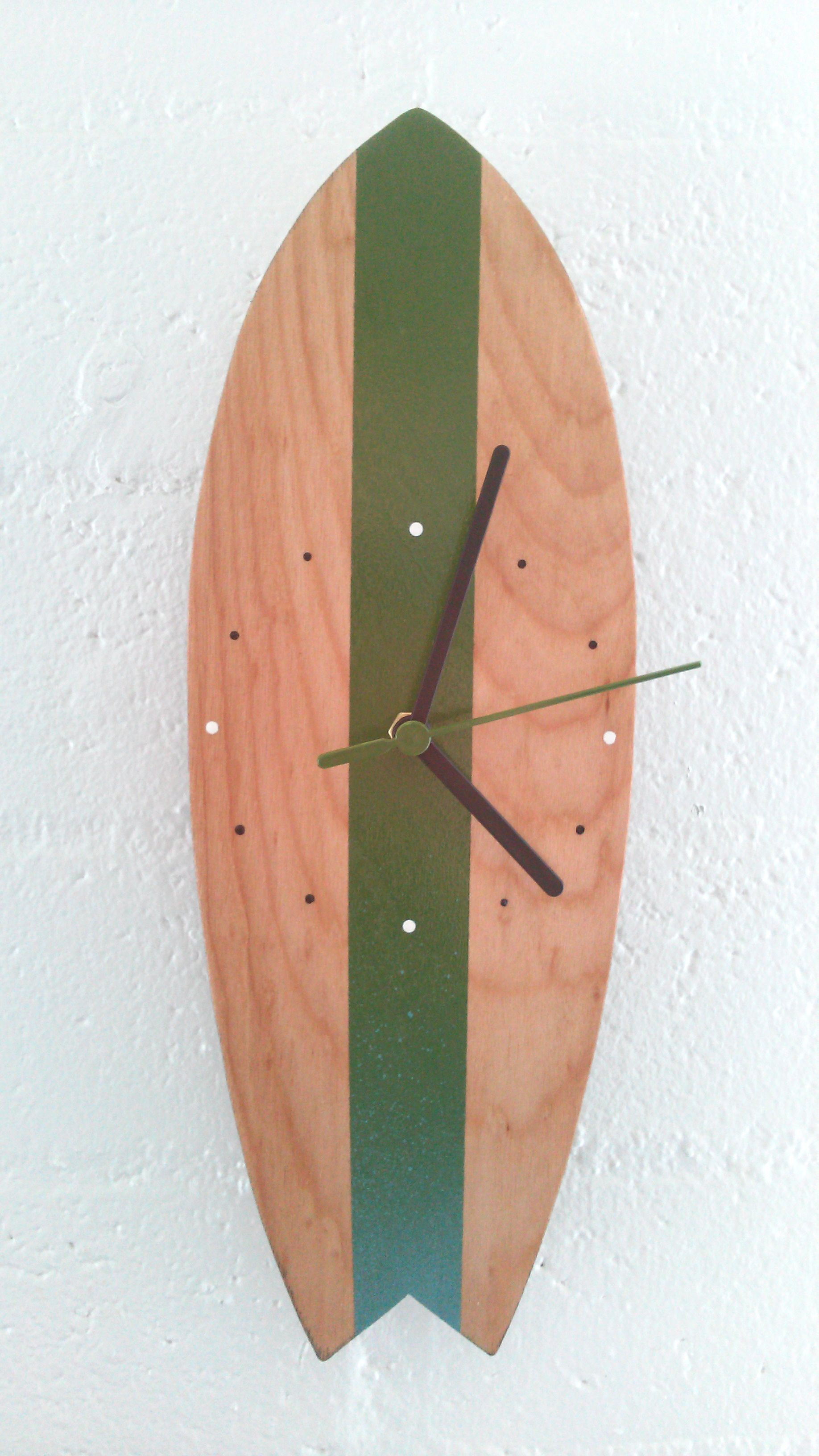Handmade, wall hanging, wooden surfboard clock | trabajos en ...