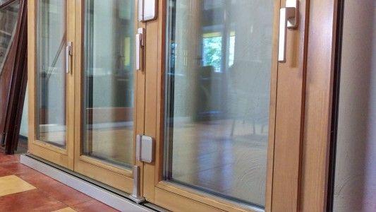 продается со скидкой выставочный образец складной двери