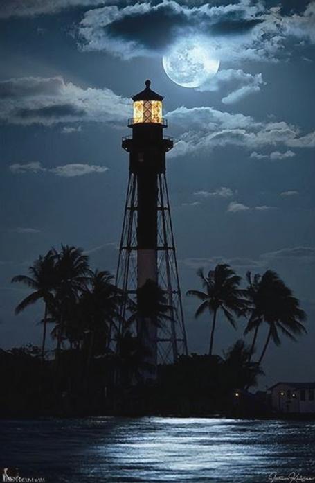 z- Hillsboro Lighthouse, Florida (w Full Moon)