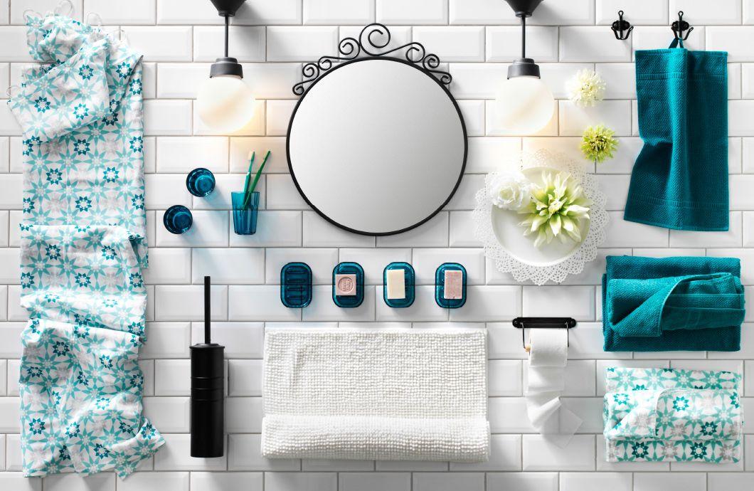 Deckenleuchte badezimmer ~ Eine collage von badezimmeraccessoires beleuchtung und textilien