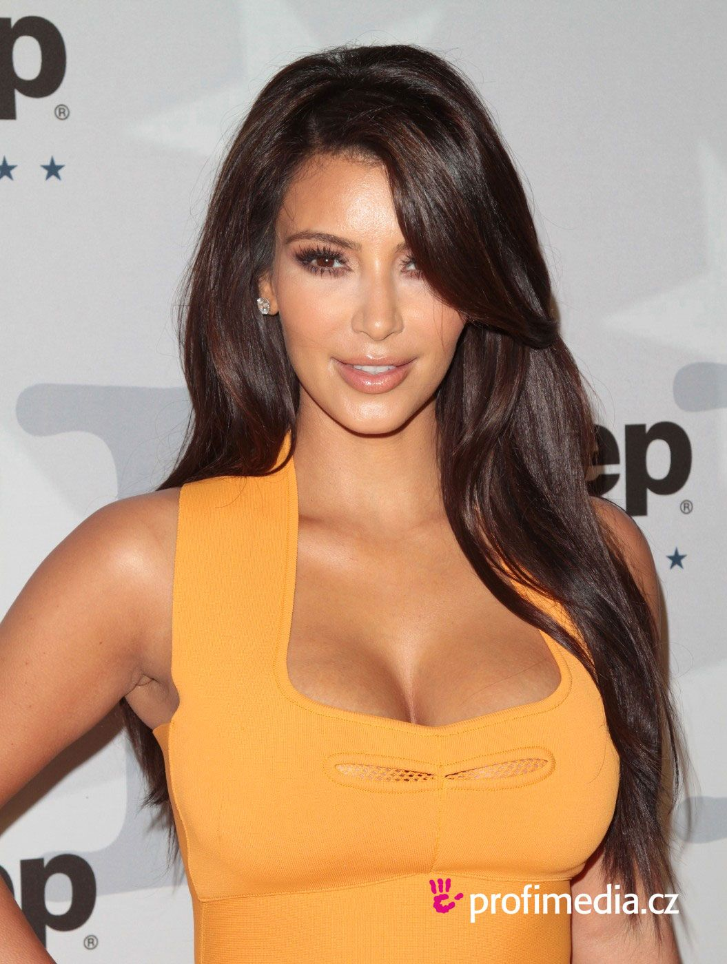 Coiffures Kim Kardashian And Bangs On Pinterest
