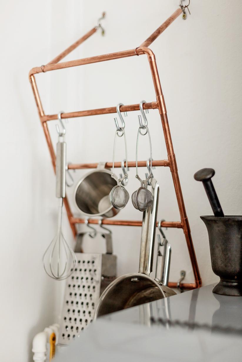 Appendi-oggetti da cucina in tubo di rame | Tubi di rame e ...