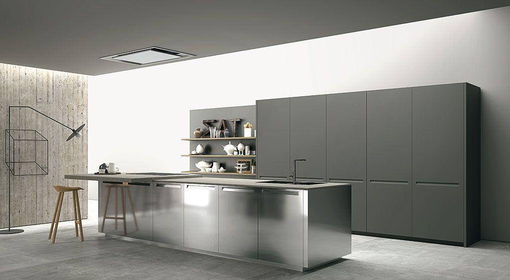Una cucina elegante in legno e acciaio con piano dell for Teti arredamenti