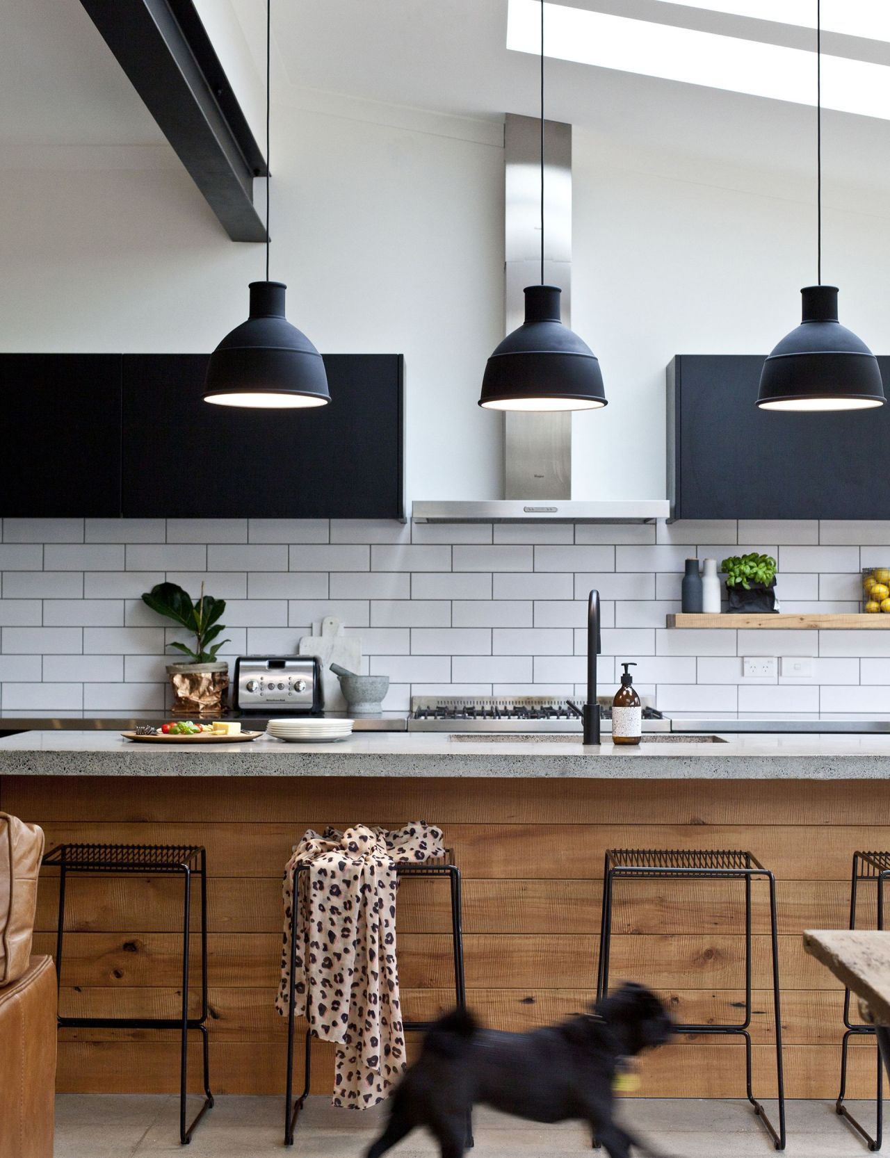 Inspired Modern Black And White Kitchen Ideas (78)