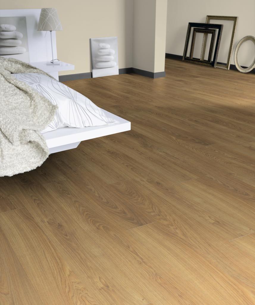Tarkett roble miel sherwood suelos laminados en 2019 for Loseta vinilica tipo madera