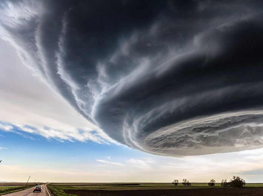 Increíbles imágenes de tormentas superceldas captadas por el cazador de tormentas Marko Korosec. Este tipo de tormentas derivan en tornados. Si te interesa saber más de este fenómeno: http://goo.gl/svFNOq Video: http://goo.gl/UlScdf