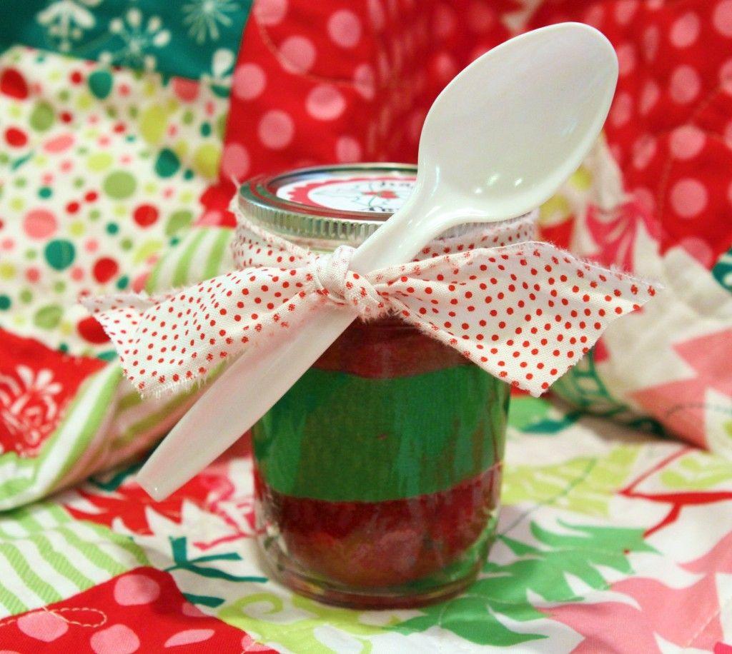 christmas in a jar. red velvet cupcakes. free printable mason jar labels