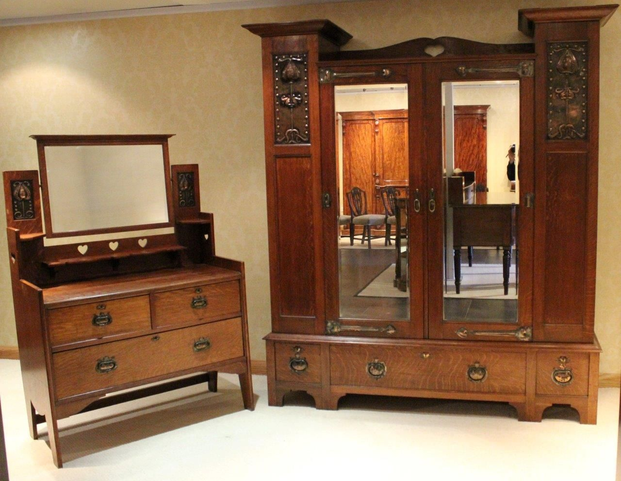 Antique arts and crafts furniture - A Rare Shapland Petter Arts Crafts Period Oak Wardrobe And Dressing