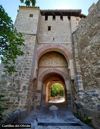 Puerta de santiago la puerta de santiago esta situada en - Puerta de segovia ...