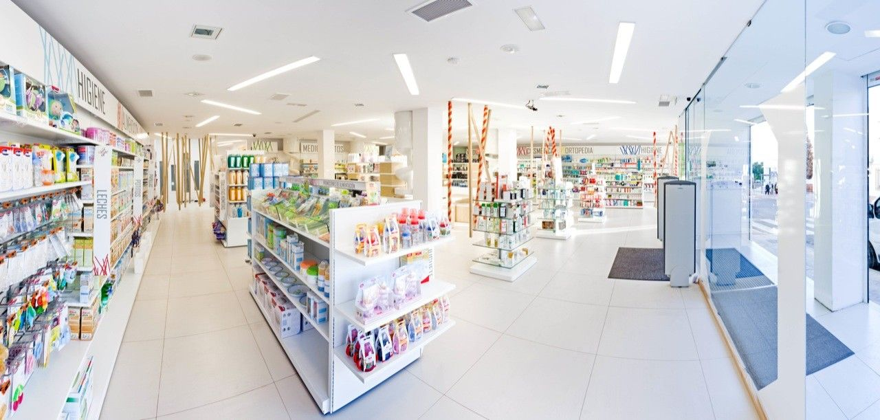 Gallery of Caparrós and Reina Pharmacy / Mobil M 3 in