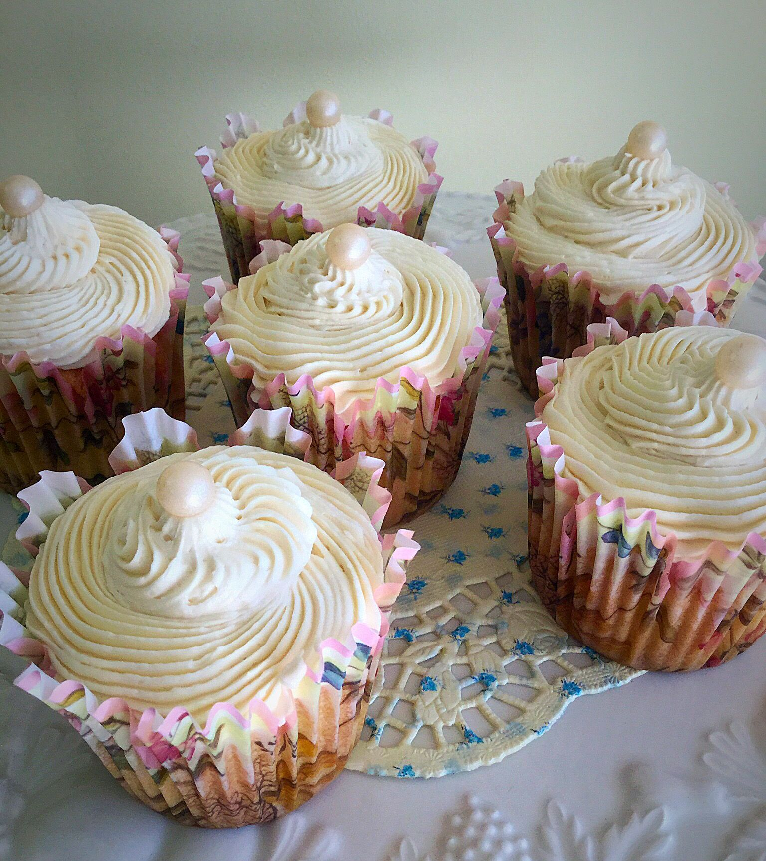 It's Sunday, time for a little treat?? So how about these Vanilla Bean Cupcakes? Moist, vanilla flavoured sponge, topped with the lightest, most dreamy vanilla buttercream and a pearl, because you are special. Look how pretty these cupcakes are. So beautiful, that I almost called them antique Vanilla Bean Cupcakes, although I thought better of … Continue reading Vanilla Bean Cupcakes