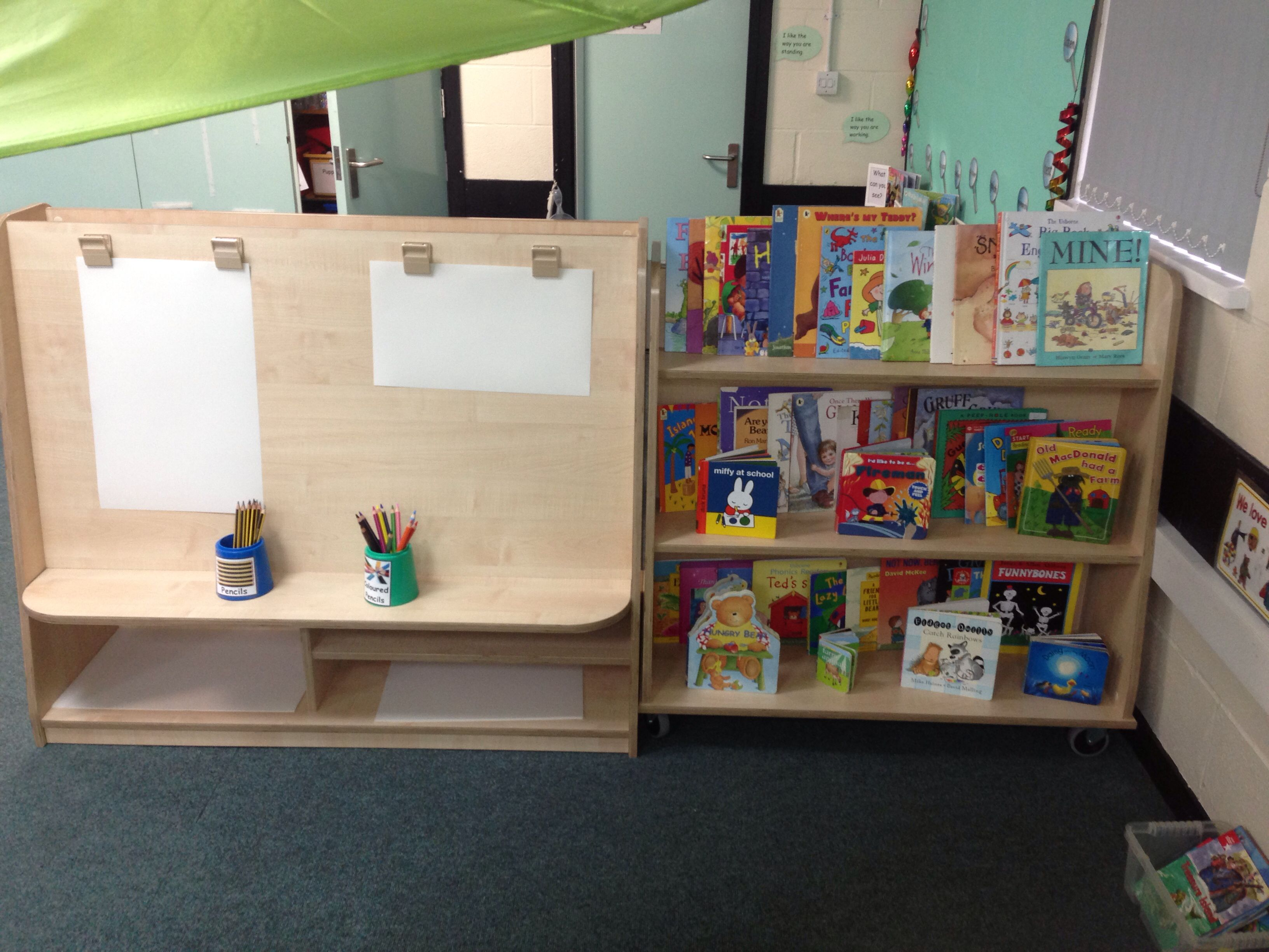 Reception classroom sketching easel and reading area