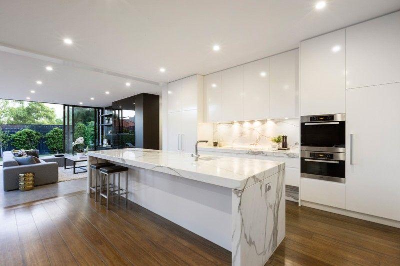 Idea By Nayle Moya On Home White Contemporary Kitchen Interior Design Kitchen Marble Kitchen Island