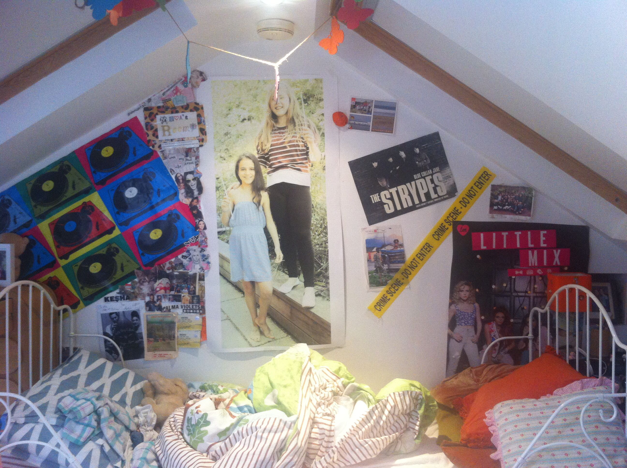 This is one of my main walls in my room! (Excuse the messy bed!) but I really like all my posters and thought it would be a really fun and cute d.i.y for your room! xxx