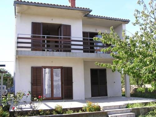 Apartment Silo, Krk 14 Silo Set 5 km from St. Marko Beach in Šilo, this apartment features a terrace.  There is a dining area and a kitchen as well as a private bathroom. Towels and bed linen are offered in this self-catering accommodation.